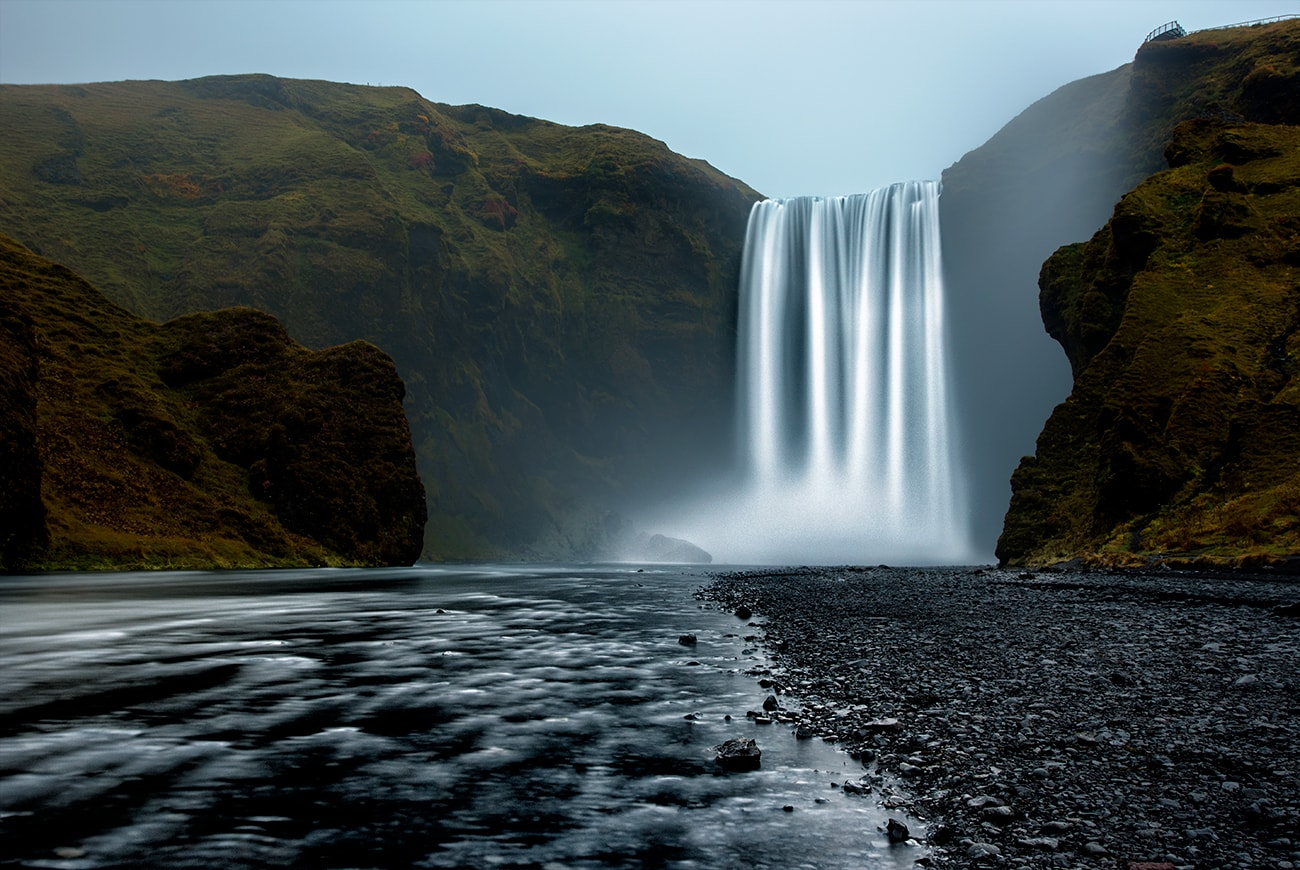Skógafoss is one of Iceland's biggest and most beautiful waterfalls with an astounding width of 25 meters (82 feet) and a drop of 60 meters (197 feet).