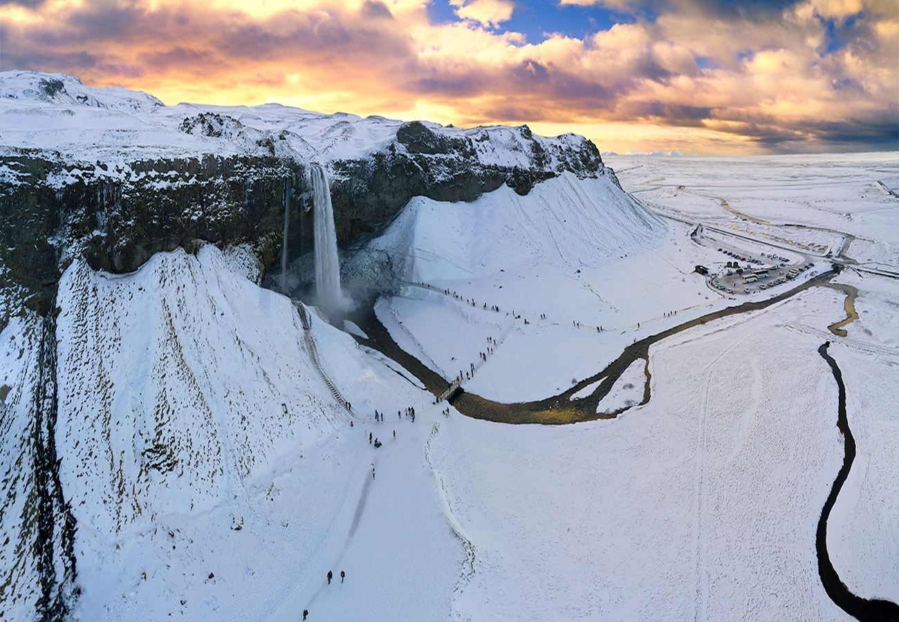 This amazing waterfall is definitely on the top 10 list of the most popular attractions in Iceland. It is quite narrow but falls down a 63 m cliff.